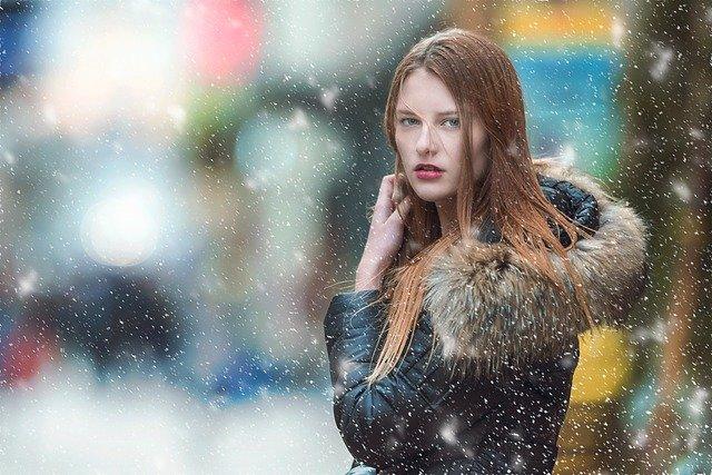 slečna ve sněhu