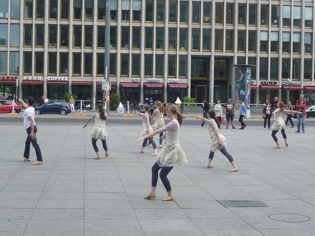 tanečníci na ulici