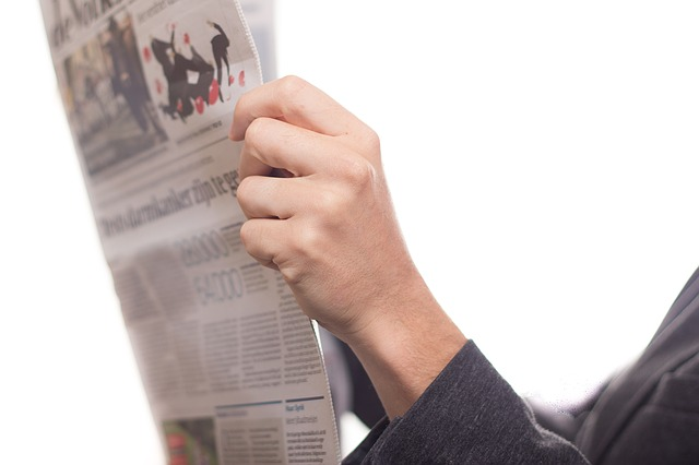 ruka, noviny, četba