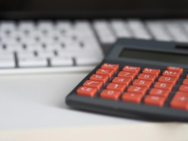 oranžová tlačítka kalkulačky