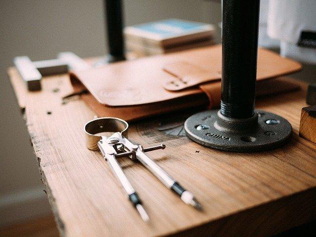 nářadí, nábytek, zápisník