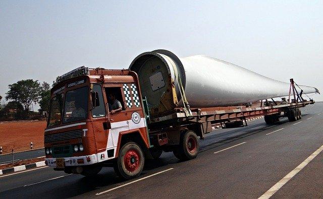 nadměrný náklad na kamionu