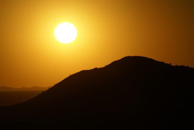 svit slunce nad obzorem