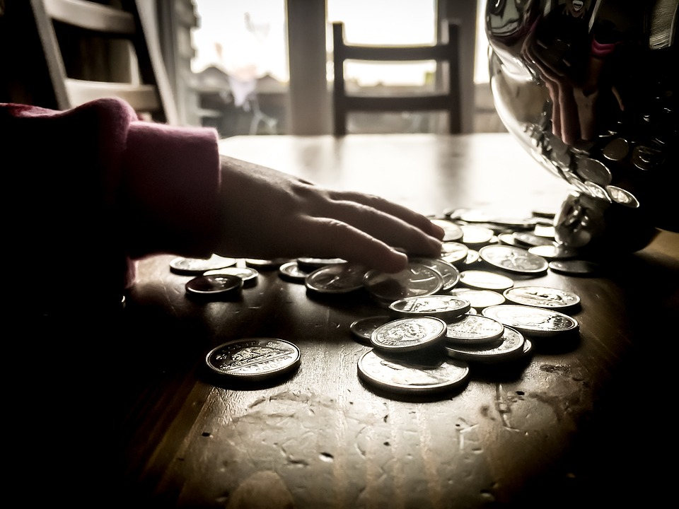 mince na stole